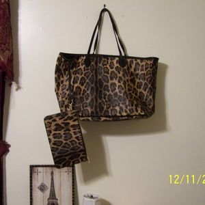 STEVE MADDEN LEOPARD TOTE BAG WITH POUCH NWOT